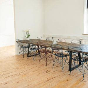 Mødelokale med plads til 12 mennesker
