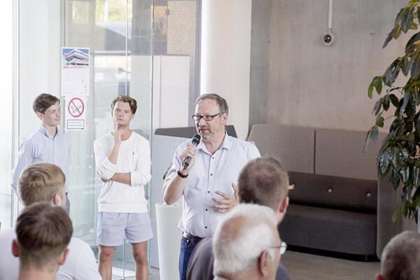 Karsten Vandrup midt i sin tale om forløbet og kampagnen