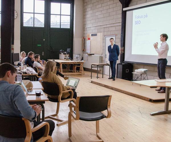 Theis og Jakob afholder en workshops i søgemaskineoptimering for iværksætterne